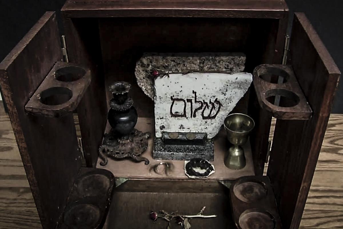 dybbuk-box