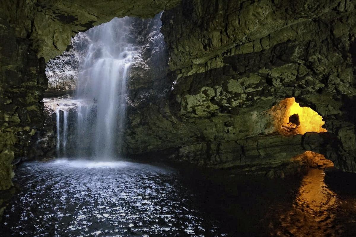smoo-cave